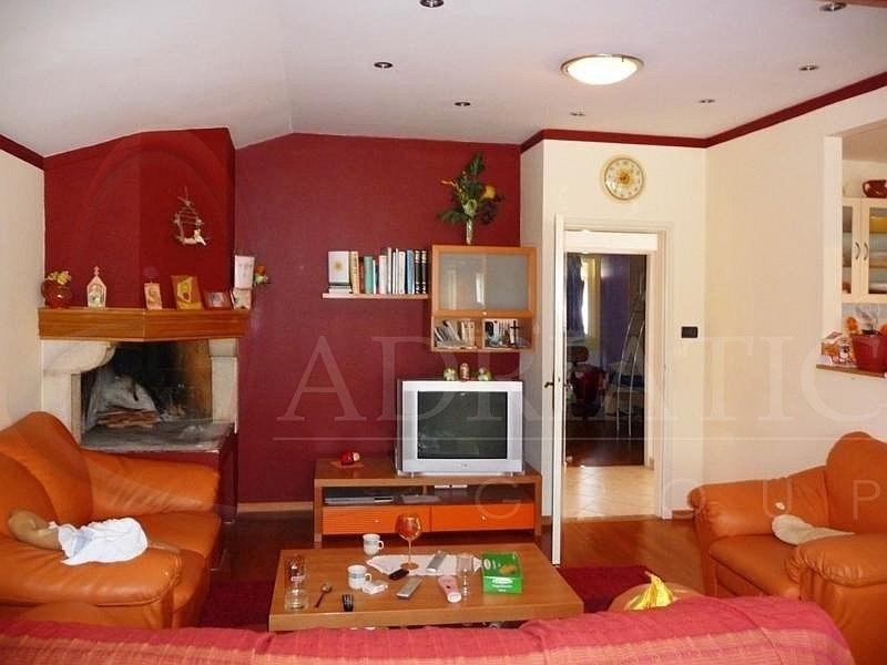 Croazia rovigno rovinj appartamento con due camere for Appartamento con 2 camere da letto