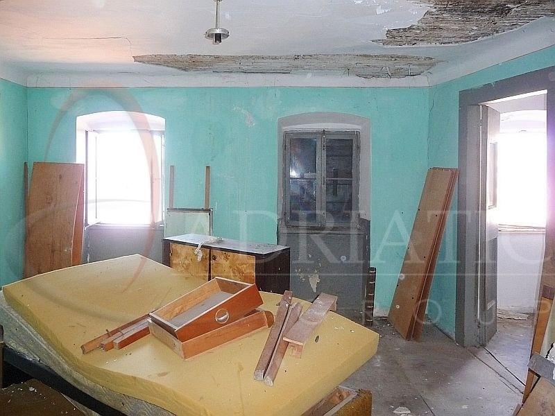 Croazia rovigno rovinj appartamento con due camere for Appartamento con 3 camere da letto nel seminterrato
