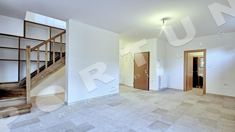 Nuovo appartamento con seminterrato e giardino a rovigno - Giardino interno appartamento ...