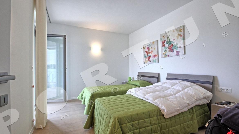 Luminoso e arioso attico a Rovigno con la vista sul mare