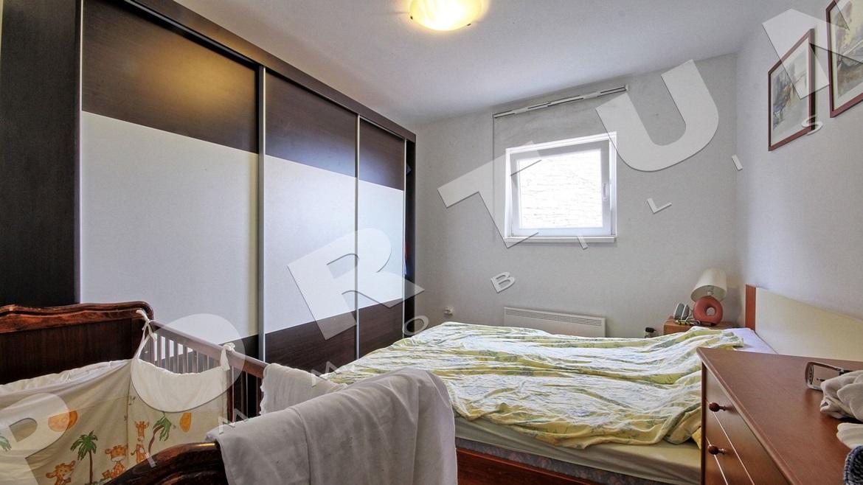 appartamento trilocale al primo piano di una casa a tre