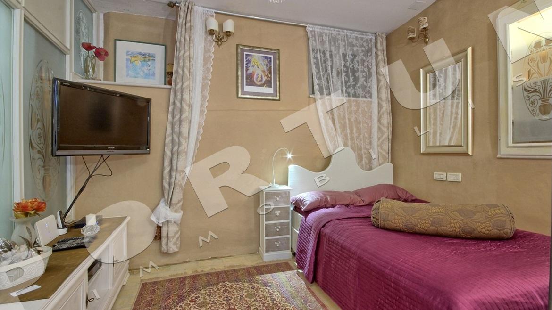 Elegante monolocale nel piano terra di una casa in pietra for Nessun piano di casa nel seminterrato