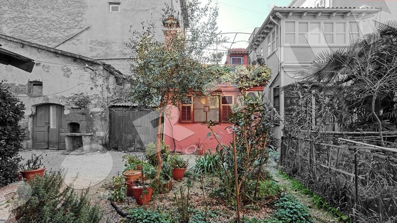 Casa di pietra con giardino in una ottima posizione nel for Casa di facciata in pietra