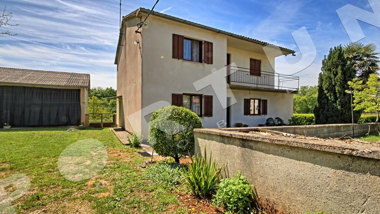 Casa magazzino e casa in pietra con di terreno for Casa di facciata in pietra