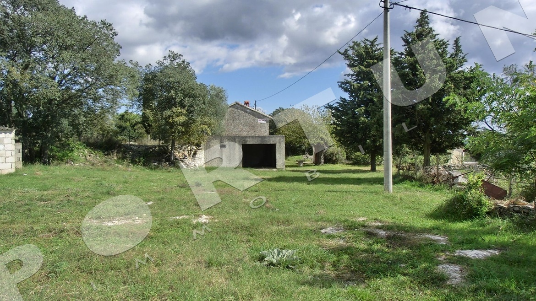 Casa in pietra con vista sulle coline for Piani di casa in stile artigiano nord ovest