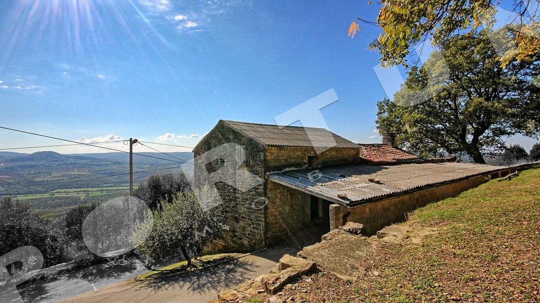 Vecchia casa di pietra con splendida vista su montona e la for Piani di casa di roccia del fiume
