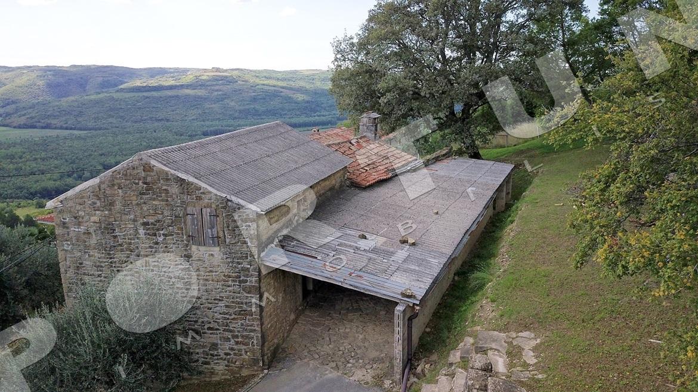 Vecchia casa di pietra con splendida vista su montona e la for Piani di casa artigiano del sud vivente