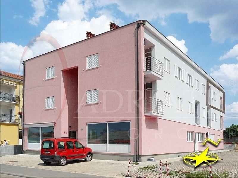 Croazia rovigno rovinj appartamento con tre camere for Croazia camere