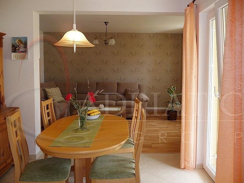 Croazia gimino zminj appartamento con due camere da for Croazia camere