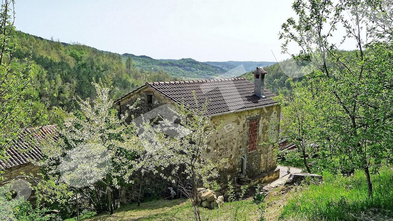 Ristrutturata in stile rustico casa di pietra con ampio for Piani di casa in stile nord ovest