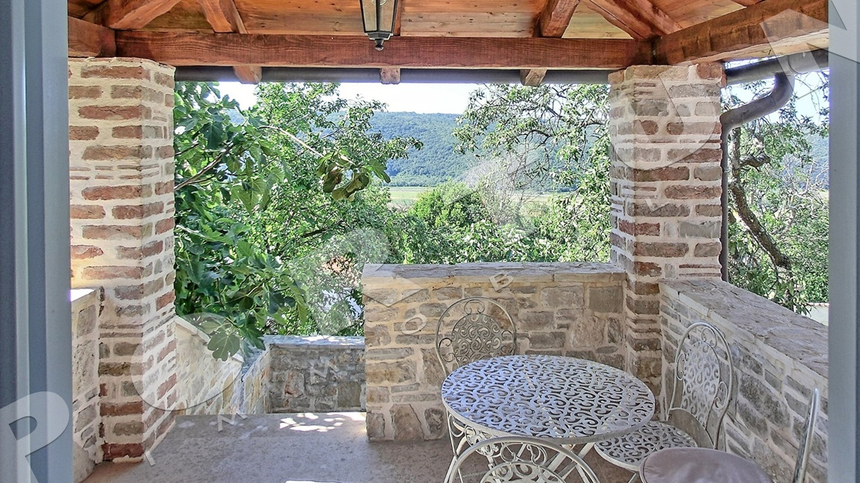 Questa casa in pietra ristrutturata con piscina nei - Orientamento piscina ...