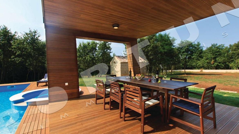 Moderna villa con piscina in una posizione isolata nella - Orientamento piscina ...