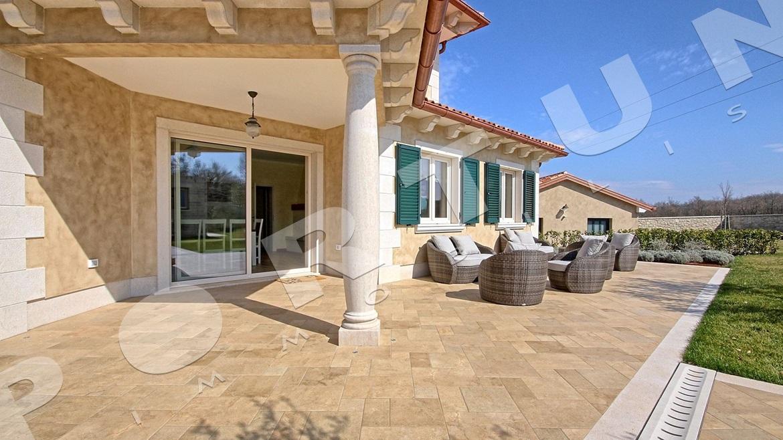 Sontuosa villa con cinque camere da letto situata nell for Villa con 5 camere da letto