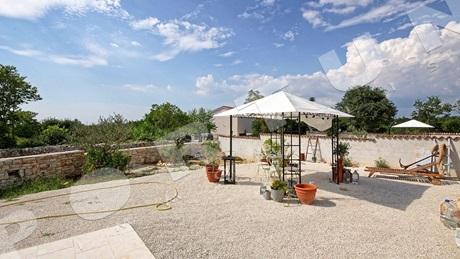 Attraente Nuova Villa Con Piscina In Una Tranquilla Posizione Nelle