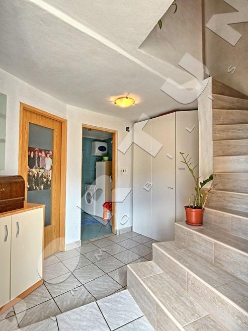 Tradizionale Casa In Pietra Costruita Su Due Piani Con Mansarda Nel Cuore  Di Valle , 85.000