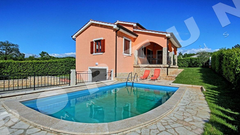 Indipendente casa familiare con piscina non lontano da orsera - Casa con piscina interna affitto ...